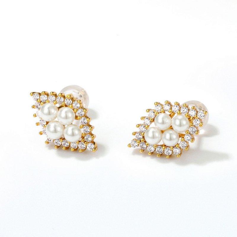 White pearls sterling silver stud earrings