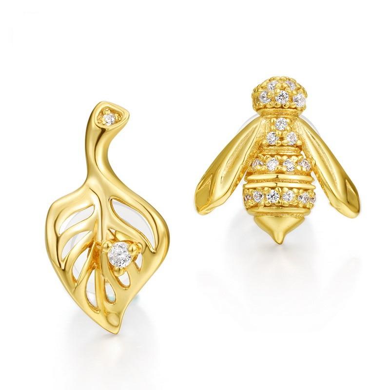 Lovely bee sterling silver stud earrings in 9K gold vermeil