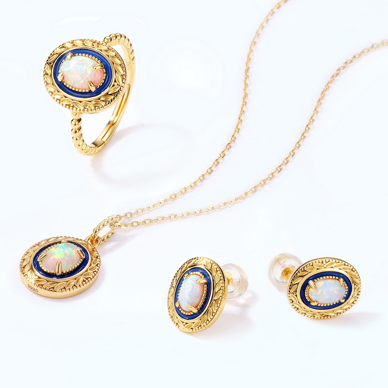 Petals red corundum & pearl bracelet