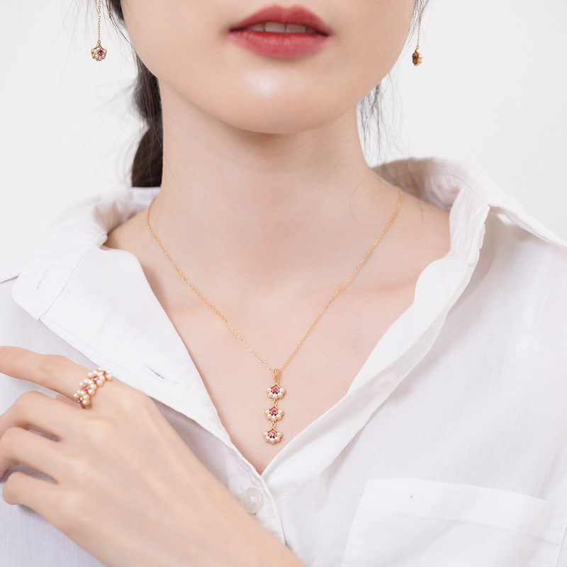 Pearl & red corundum petal shape silver pendant in 9K gold vermeil